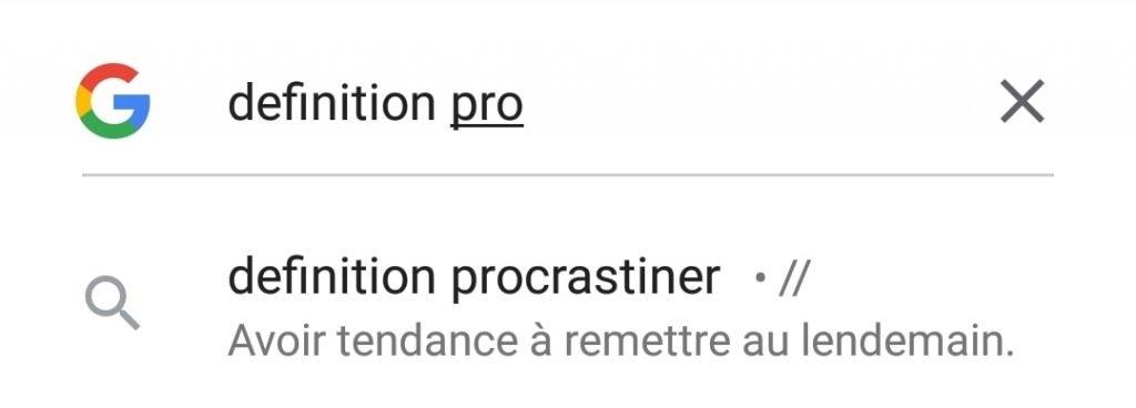 Capture d'écran du scénario de recherche de définition du mot procrastination en auto-complétion